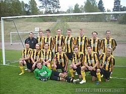 Här ses A-laget i sina nya dräkter innan matchen mot Fritsla IF på Kungaberg i maj 2011.