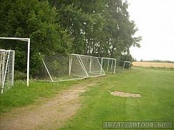 Här ses alla fotbollsmål som väntar på att bli använda. Klubben har en stor ungdomsturnering på sommaren och då används alla, var så säkra. Även en extra kiosk, ej med på bilden, används då också.