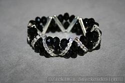 G16: Elastiskt armband med äkta svarta swarovski pärlor samt strass mellandelar...115:- SÅLD