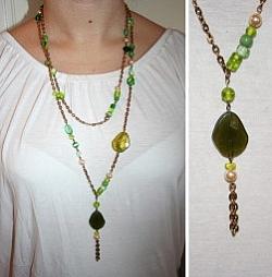 HA028 Long green: Långt halsband med guldfärgad kedja och gröna pärlor...75:-SÅLDFör att se en större bild, klicka på denna länk.