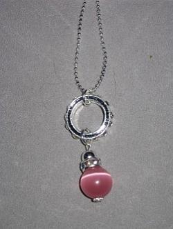 HA077 Pink strass: Halsband med en rosa cateye pärla på en strass ring...99:- SÅLDFör att se en större bild, klicka på denna länk.