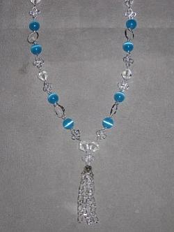 HA088 Cateye flower: Halsband (46 cm långt) med blåa cateye pärlor och silverfärgade blommor...110:- SÅLD  För att se en större bild, klicka på denna länk.
