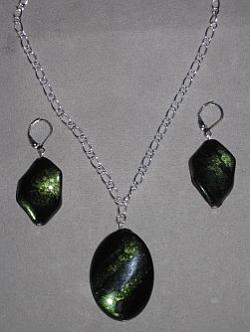 SE038 Green skin: Halsband + örhängen med gröna akryl pärlor...60:-SÅLDFör att se en större bild, klicka på denna länk.
