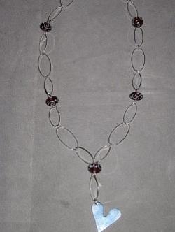 HA090 Heart link: Halsband (ca 60 cm) med ovala länkar och stort hjärta...95:- SÅLD För att se en större bild, klicka på denna länk.