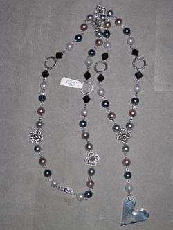 HA091 Long heart: Långt halsband (ca 90 cm) med olika pärlor och ett stort hjärta...120:- SÅLD  För att se en större bild, klicka på denna länk.