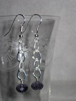 OR048 Purple chain: Örhängen med lila pärlor på kedja...49:- 25:-  För att se en större bild, klicka på denna länk.