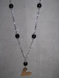 HA092 Black pearl heart: Långt halsband(ca 70cm) med svarta pärlor och stort hjärta...115:- SÅLD  För att se en större bild, klicka på denna länk.