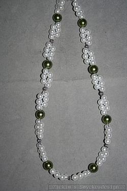 HA141 Double green: Halsband med vita och gröna pärlor i två rader...99:- För att se en större bild, klicka på denna länk.