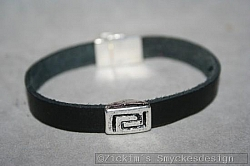 KI015 Inca arm: Armband med läderband (1 cm bred) och en silverdetalj...90:- SÅLDFör att se en större bild, klicka på denna länk.