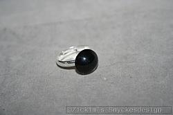 OV056 Black ring: Ring (ställbar) med svart pärla...45:- För att se en större bild, klicka på denna länk.