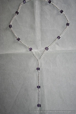 HA139 Long purple cube: Halsband med lila glaskuber...95:- 65:- För att se en större bild, klicka på denna länk.