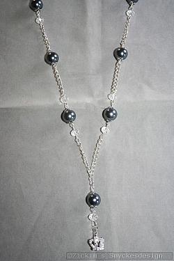 HA140 Swinging crown: Halsband med gråa pärlor och en kungakrona som hänge...125:- SÅLDFör att se en större bild, klicka på denna länk.