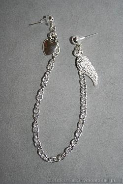 OR065 Wing ear: Örhänge för två hål med vinge och hjärta...59:- SÅLDFör att se en större bild, klicka på denna länk.