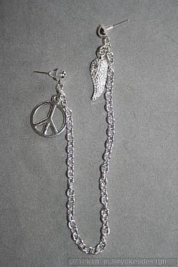 OR066 Peace ear: Örhänge för två hål med peace märke...59:- SÅLDFör att se en större bild, klicka på denna länk.