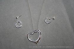 SE051 Triple heart: Smyckesset med hjärtan...95:- För att se en större bild, klicka på denna länk.