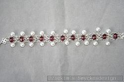 AR161 Double crystal: Dubbelradigt armband med lila swarovski kristaller samt små vita pärlor...95:-