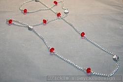 HA153 Christmas swarovski: Långt halsband (104 cm) med röda swarovski pärlor på kedja...105:- 75:-