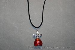 HA151 Red angelneck: Halsband (45 cm) med en stor ängel på mockaband...85:-