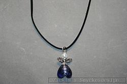 HA152 Blue angelneck: Halsband (45 cm) med en stor ängel på mockaband...85:- SÅLD