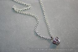 HA159 Pink crown: Halsband (45 cm) med en kungakrona med en rosa glaspärla innuti...99:- SÅLD
