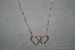 HA156 Double heart: Halsband (43 cm) med ett dubbelhjärta som hänge...89:- SÅLD