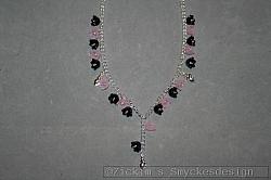 HA163 Flower neck: Halsband (47 cm) med svarta och rosa akrylblommor samt små silverfärgade snäckor...95:- 65:-