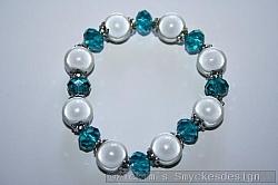 AR179 Swarovski miracle: Elastiskt armband med blåa swarovski pärlor samt ljusgrå mirakelpärlor...105:-