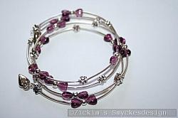 AR177 Memory heart: Armband gjort av memorywire med små lila glashjärtan samt silvriga rör...105:- SÅLD