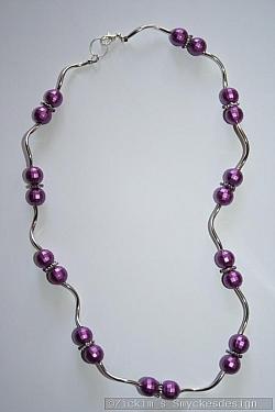 HA165 Purple disco: Halsband (50 cm) med lila pärlor och skruvade rör...99:- 49:- SÅLD