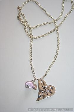 HA169 Follow your heart: Halsband (80 cm)med ett stansat hjärta med texten