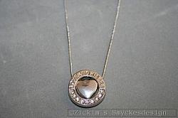 G8: Halsband (40 cm+ 5 cm förlägningskedja) med ett hjärta i en stansad ring med texten