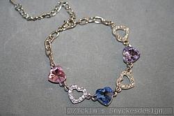 G10: Armband med hjärtanmed äkta swarovski stenar i olika färger...129:- SÅLD