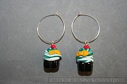 OR079 Green cupcake: Örhängen gjorda i cernitlera...50:-SÅLD
