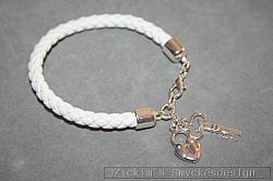AR198 Leather key: Armband i vitt läder med en nyckel och ett lås...95:- SÅLD