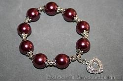 AR201 Elastic heart: Armband med vinröda glaspärlor samt ett filigranhjärta...99:- SÅLD