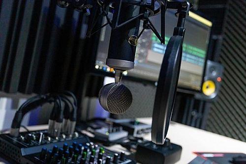 Podcasts kan vara riktigt intressanta och lärorika. Bildkälla: Pixabay