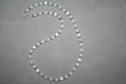 HA105 Little white dream: Halsband (55 cm långt) med vita pärlor...100:- 55:- För att se en större bild, klicka på denna länk.