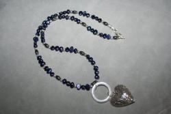 HA104 Blue heart: Halsband (55 cm långt) med blåa sötvattenspärlor och hematitpärlor...120:- SÅLD För att se en större bild, klicka på denna länk.