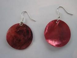 OR041 Big red: Örhängen med röda snäckskals plattor...45:- SÅLDFör att se en större bild, klicka på denna länk.