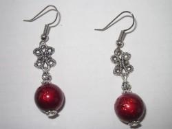 OR042 Red drizzle: Örhängen med stora röda drizzle pärlor...59:- SÅLD  För att se en större bild, klicka på denna länk.