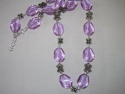 HA068 Big purple: Halsband med ljuslila glaspärlor och stjärnor...100:- 70:-  För att se en större bild, klicka på denna länk.
