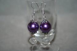 OR058 Purple crystal: Örhängen med glaskristaller och lila pärlor...60:- 30:-  För att se en större bild, klicka på denna länk.