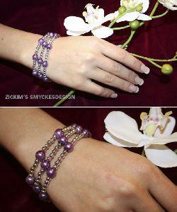 AR018 Purple toggle: 3 radigt armband med lila och silver pärlor med toggle lås...85:- SÅLD