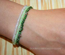 AR009 Greensparkle: Armband med elastiskt band i grönt och vitt...60:- SÅLD