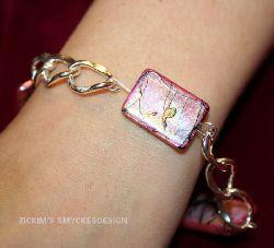 AR006 Pink Art: Armband med kedja och platta rosa stenar...80:- SÅLD