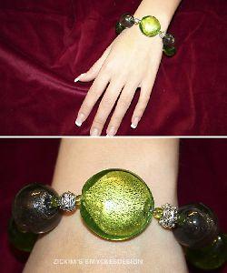 AR023 Greenball: Armband med stora gröna/ gråa glaspärlor...135:- SÅLD
