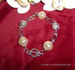 AR027 Chain link: Armband med stora pärlor samt filigran pärlor...70:- SÅLD  För att se en större bild, klicka på denna länk.