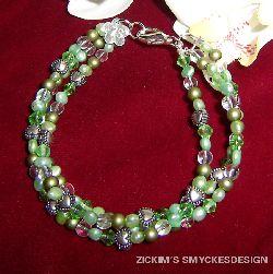 AR034 Summergreen: 3 radigt armband med gröna pärlor...(SÅLD,Gåva)  För att se en större bild, klicka på denna länk.