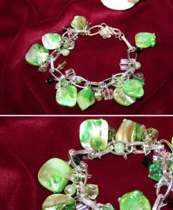 AR035 Green berlock: Berlock armband med gröna snäckskals pärlor...99:- SÅLD  För att se en större bild, klicka på denna länk.