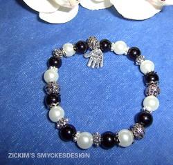 AR039 Handmade: Elastiskt armband med svarta och vita pärlor...69:- SÅLD